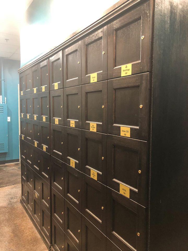 cigar-locker>